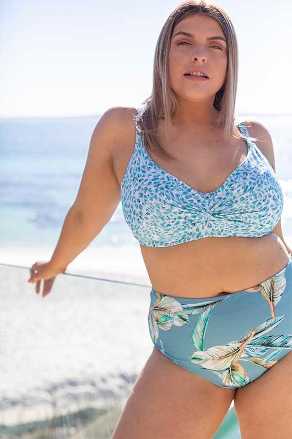 Artesands-plus-size-curve-fit-plein-air-blog-swimwear-curvy-swimsuit-blue-animal-white-7