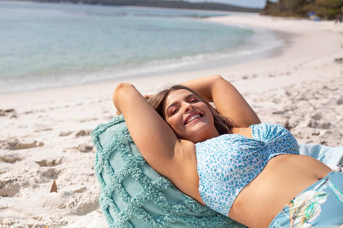 Artesands-plus-size-curve-fit-plein-air-blog-swimwear-curvy-swimsuit-blue-animal-white-13