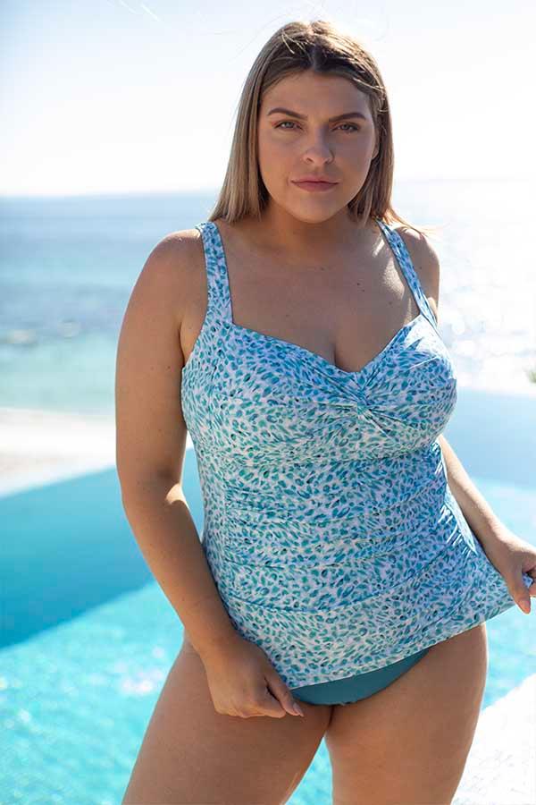 Artesands-plus-size-curve-fit-plein-air-blog-swimwear-curvy-swimsuit-blue-animal-white-1