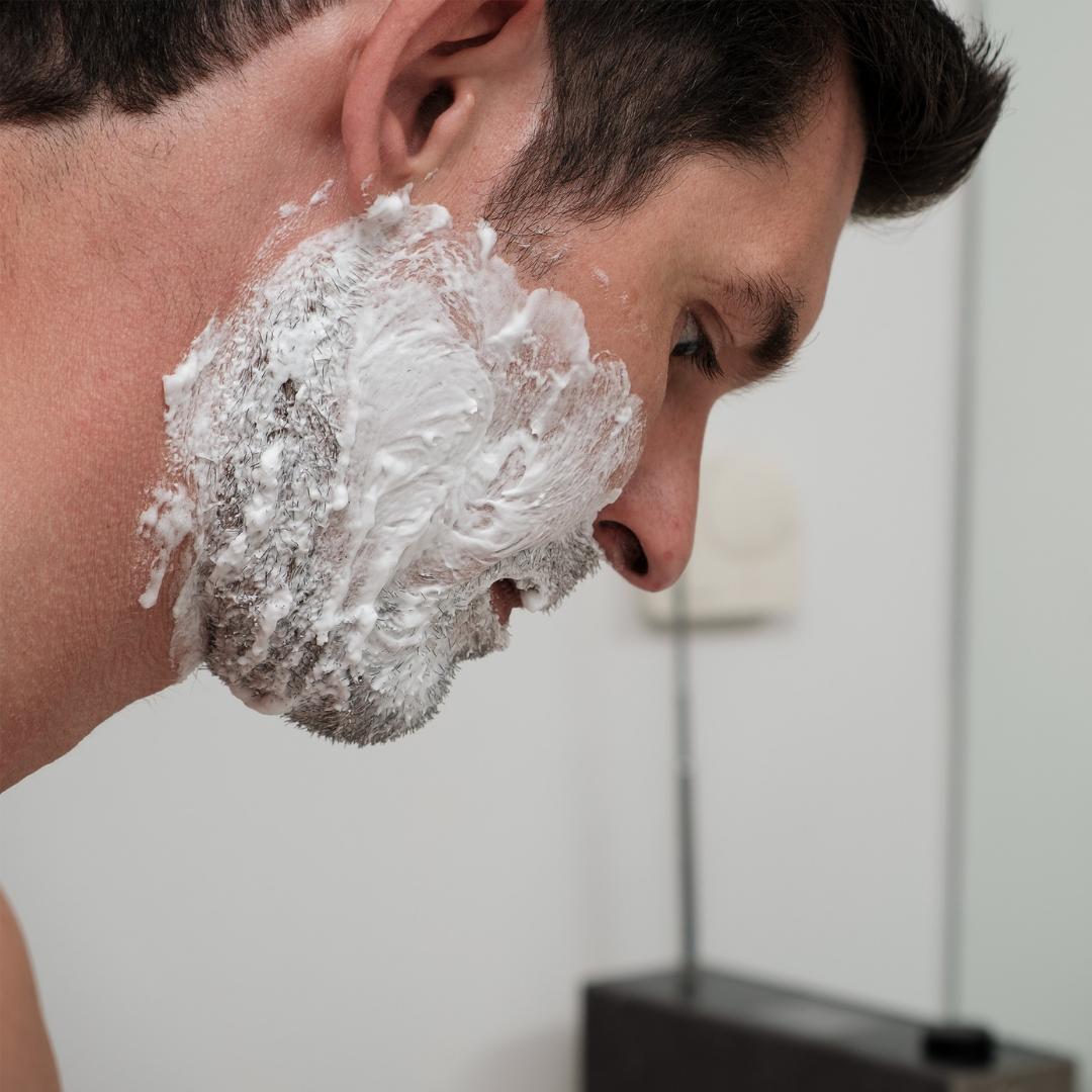 Barber dig med hårets groretning for at skåne huden