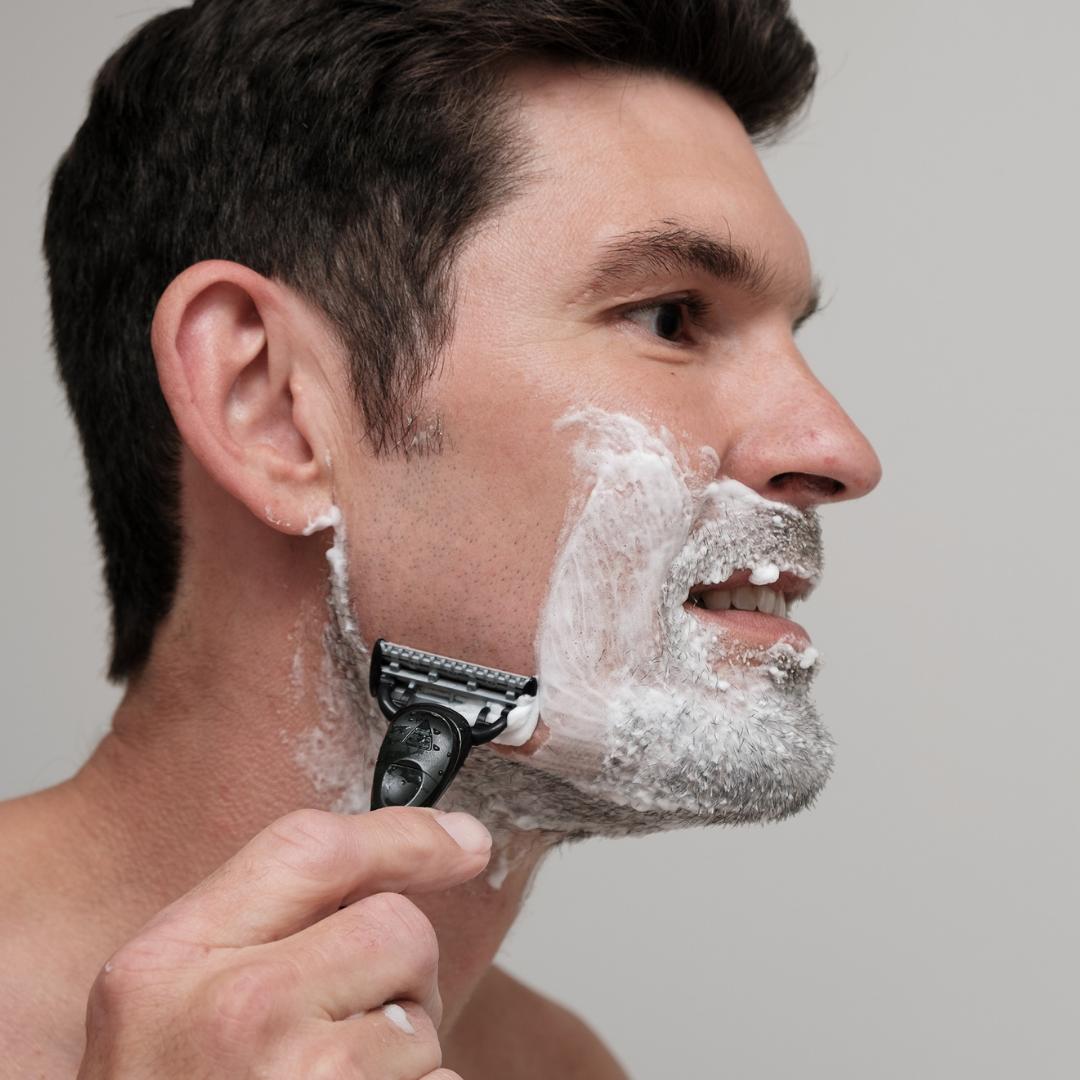 Bruger du skraber til skæg, ovenpå hovedet, til benene eller intimbarbering?