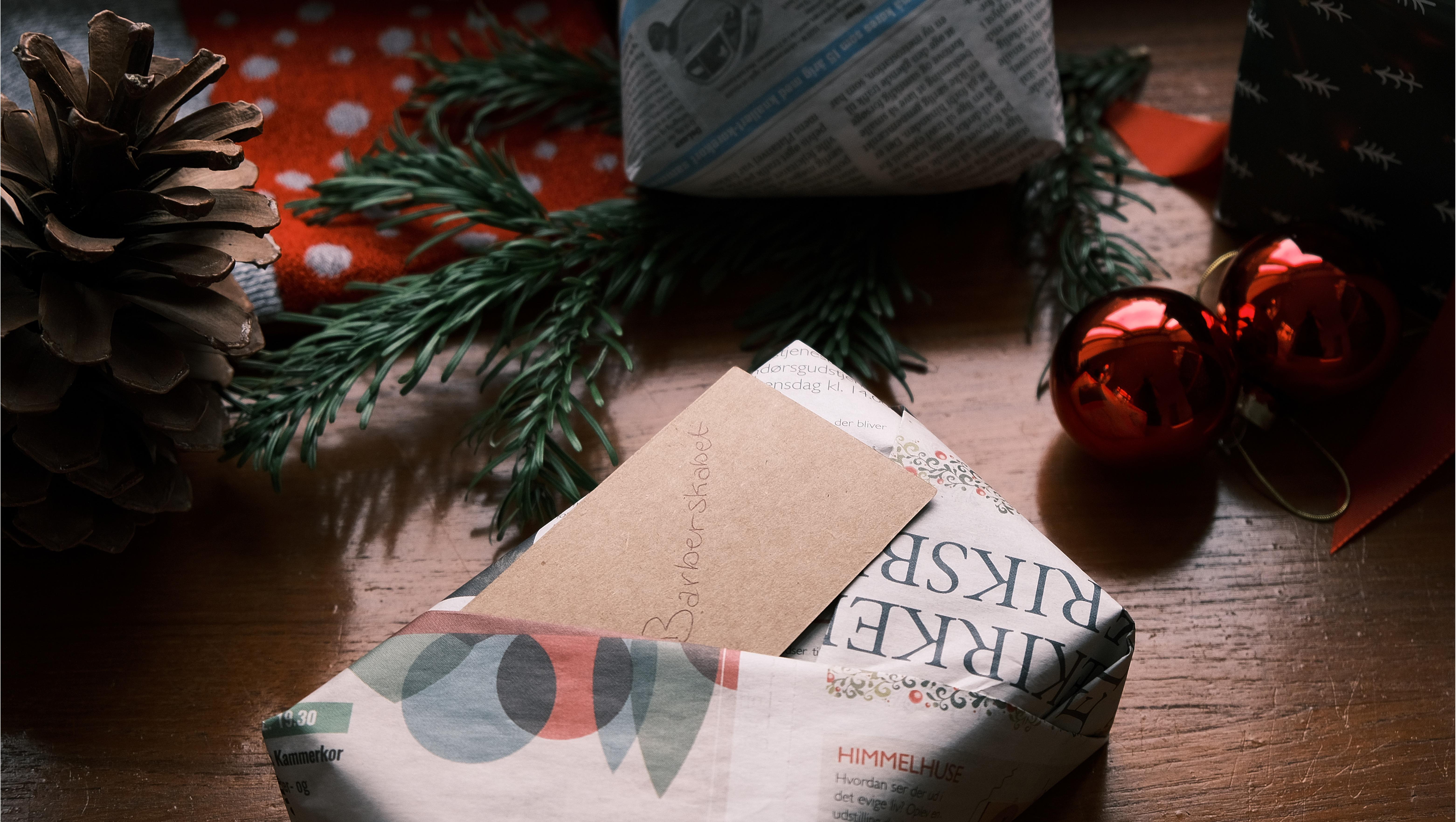 miljøvenlig og alternativ gaveindpakning med avispapir