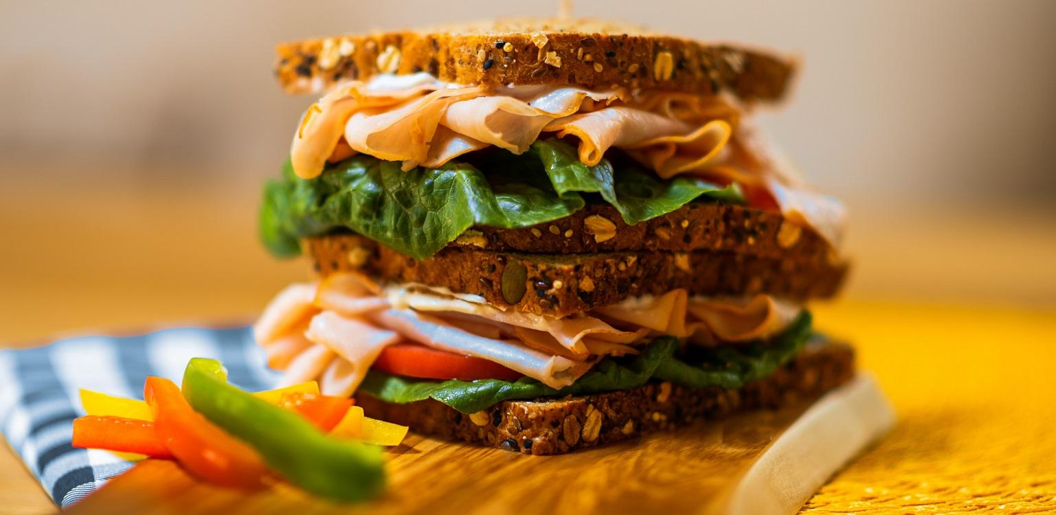 un sandwich maison pour un pique-nique équilibré