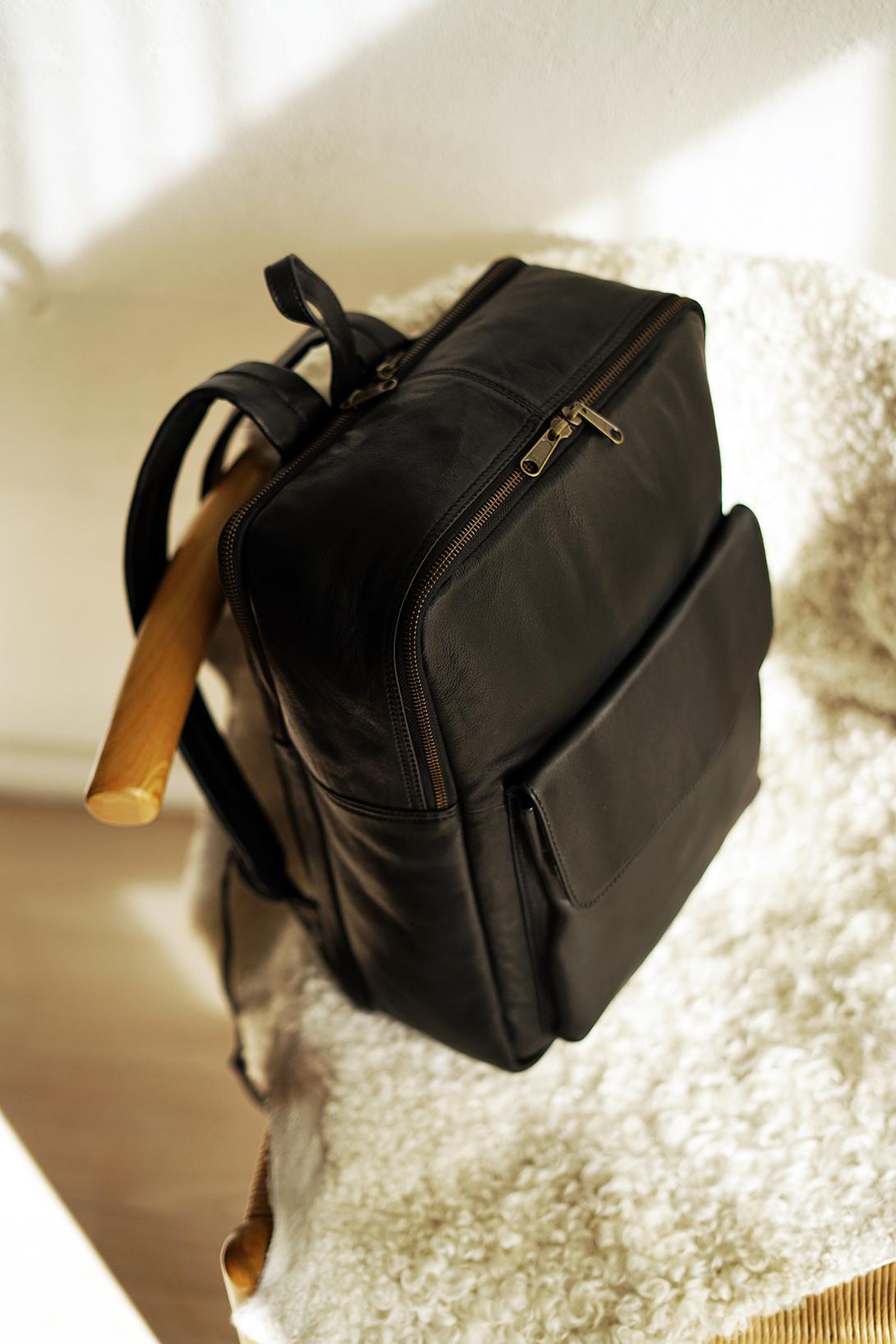 Cube stor rygsæk i sort læder
