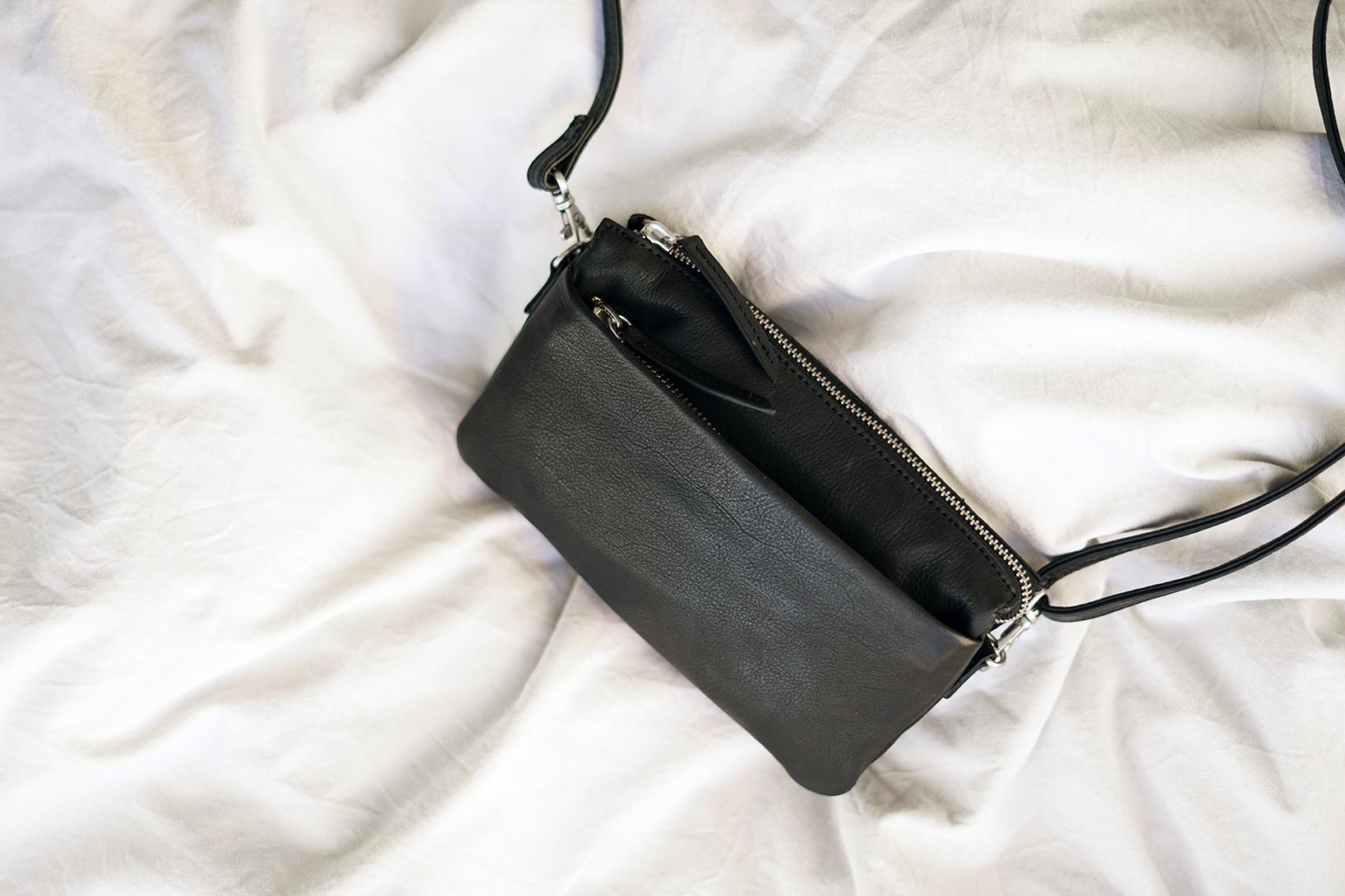 Skuldertaske lille clutch til damer i sort læder