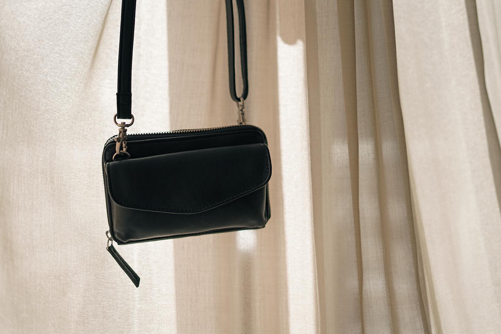 Lille mobilpung skuldertaske i sort læder til damer taske til iPhone