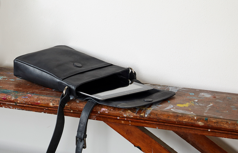 Skuldertaske til iPad i læder sort dametaske