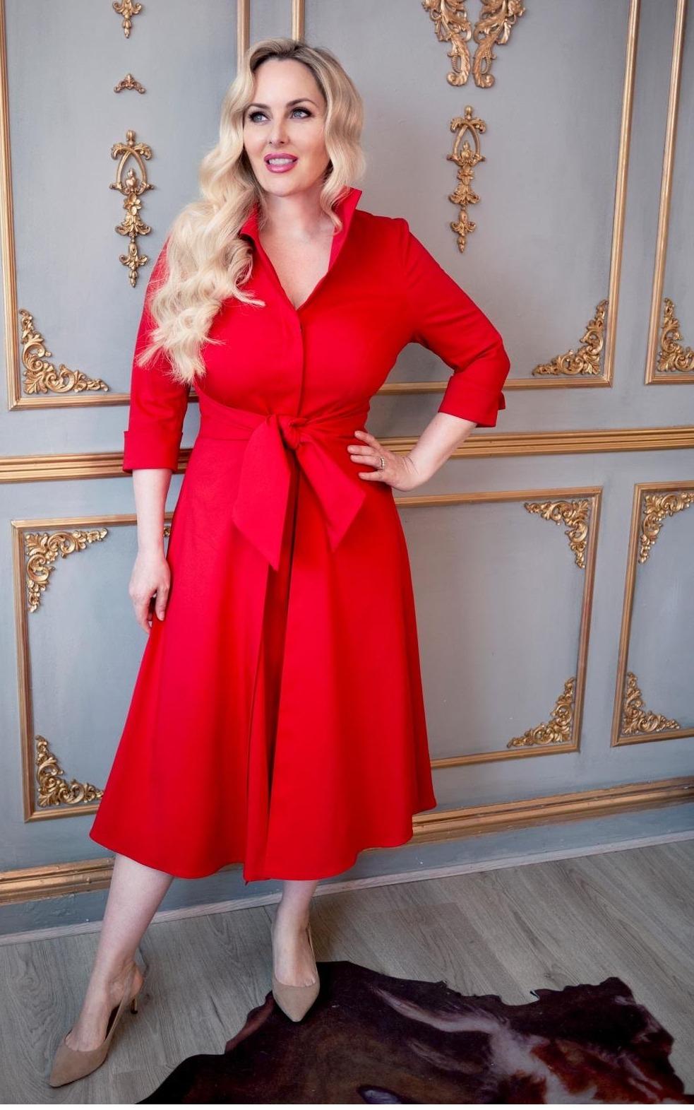 Grace Kelly style 50's dress in red below the knee
