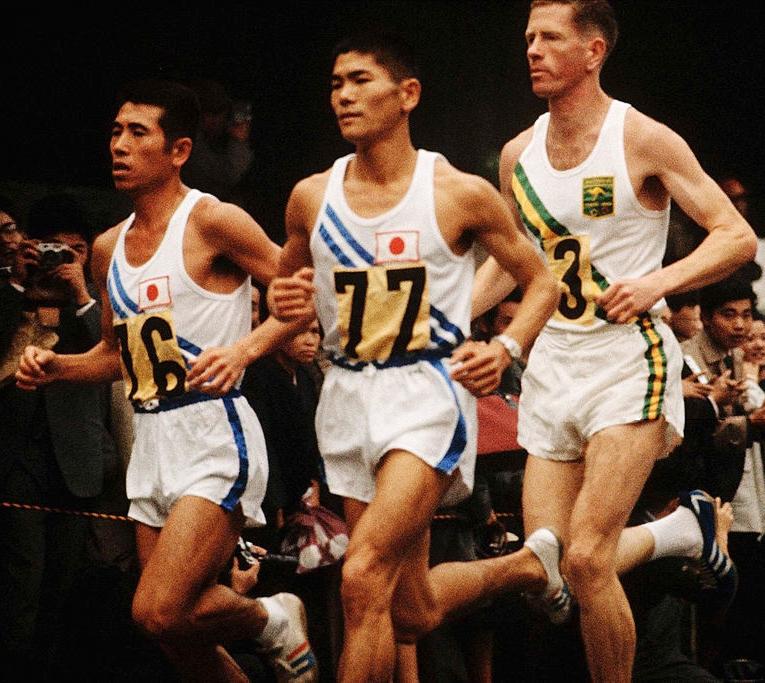 toru terasawa running the olympic marathon in 1964 wearing onitsuka tiger runspark shoes