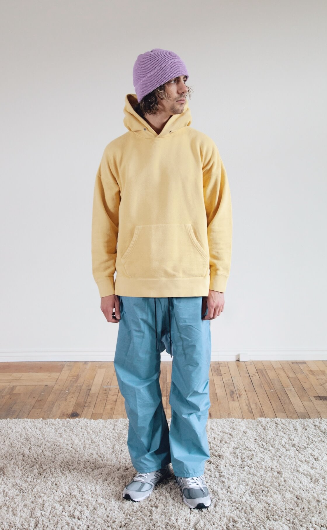 cableami linen waffle cap, visvim jumbo hoodie po, byborre weight map field cropped pants and new balance m990 shoes on body