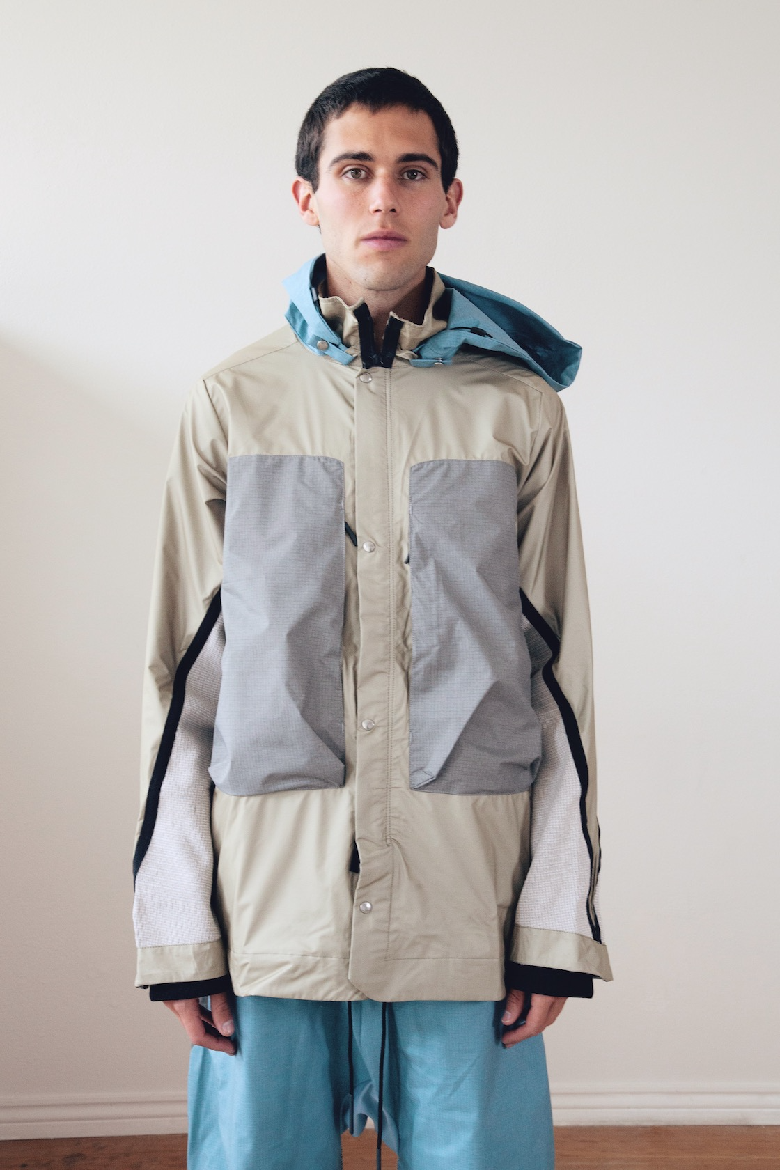 byborre field jacket and weight map field cropped pants on body