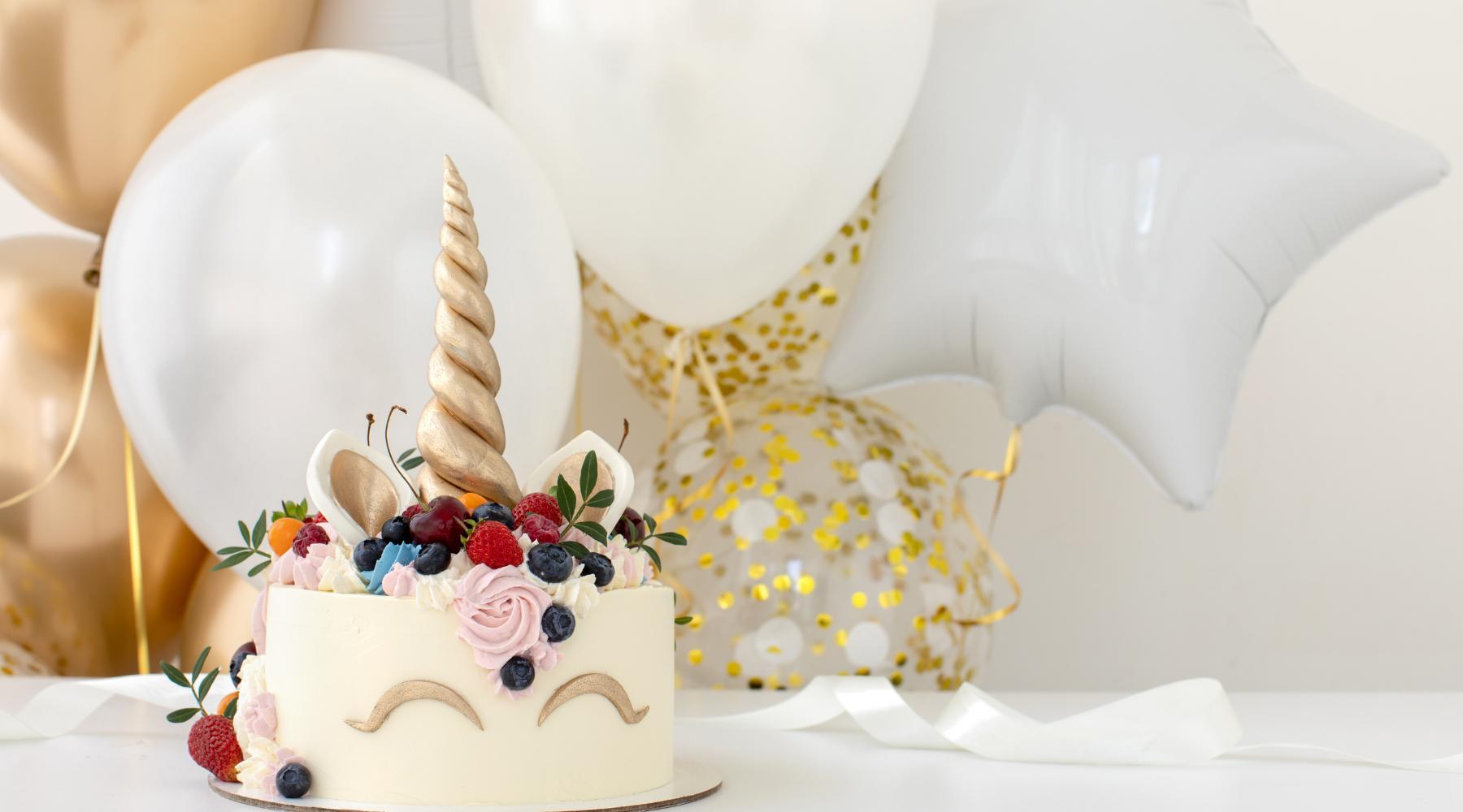 Unicorn birthday in white and gold motiff