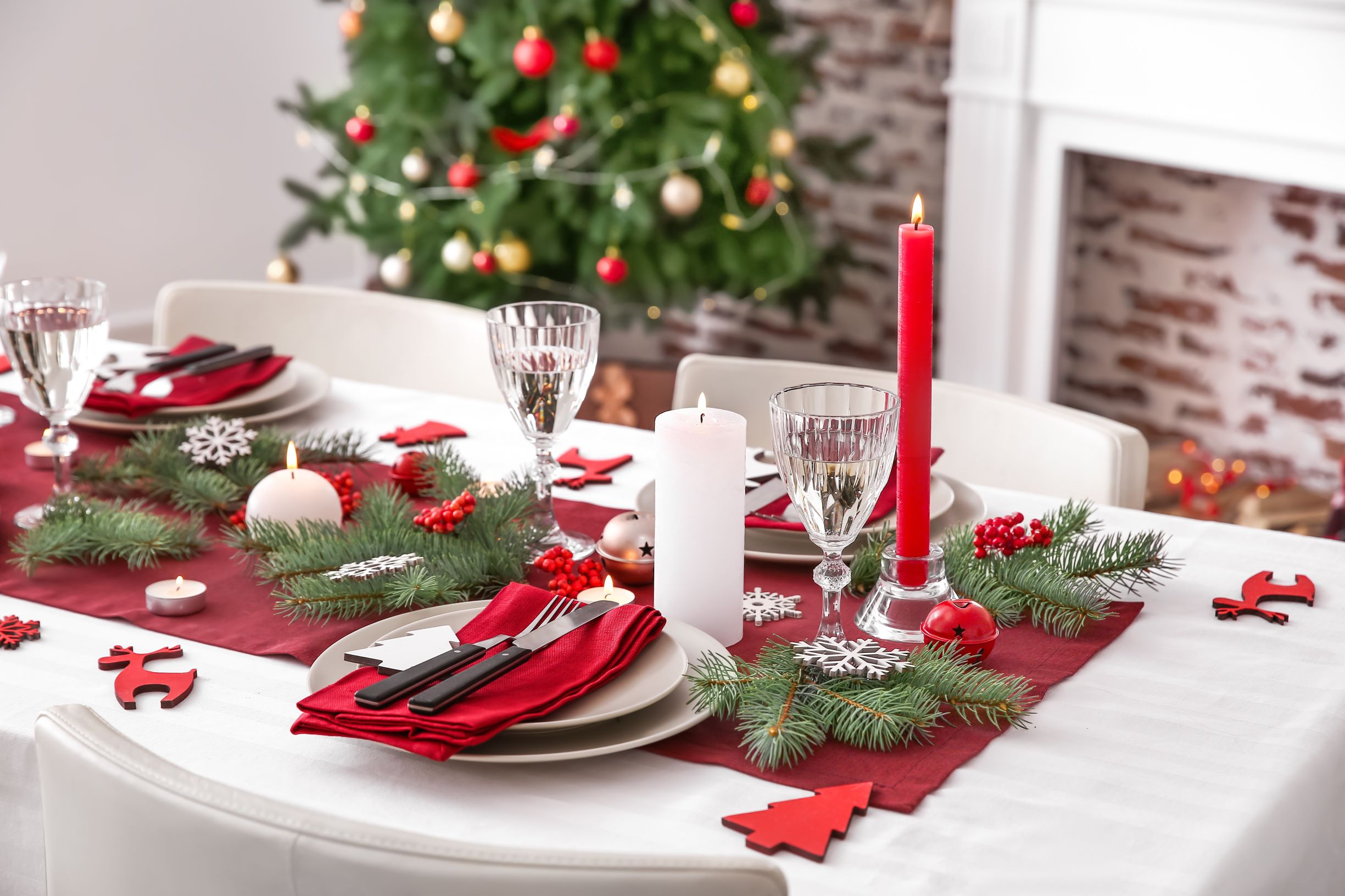 Table runners on a Christmas table setup should complement other Christmas table elements.