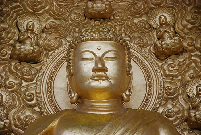 Golden Gautum Buddha Statue