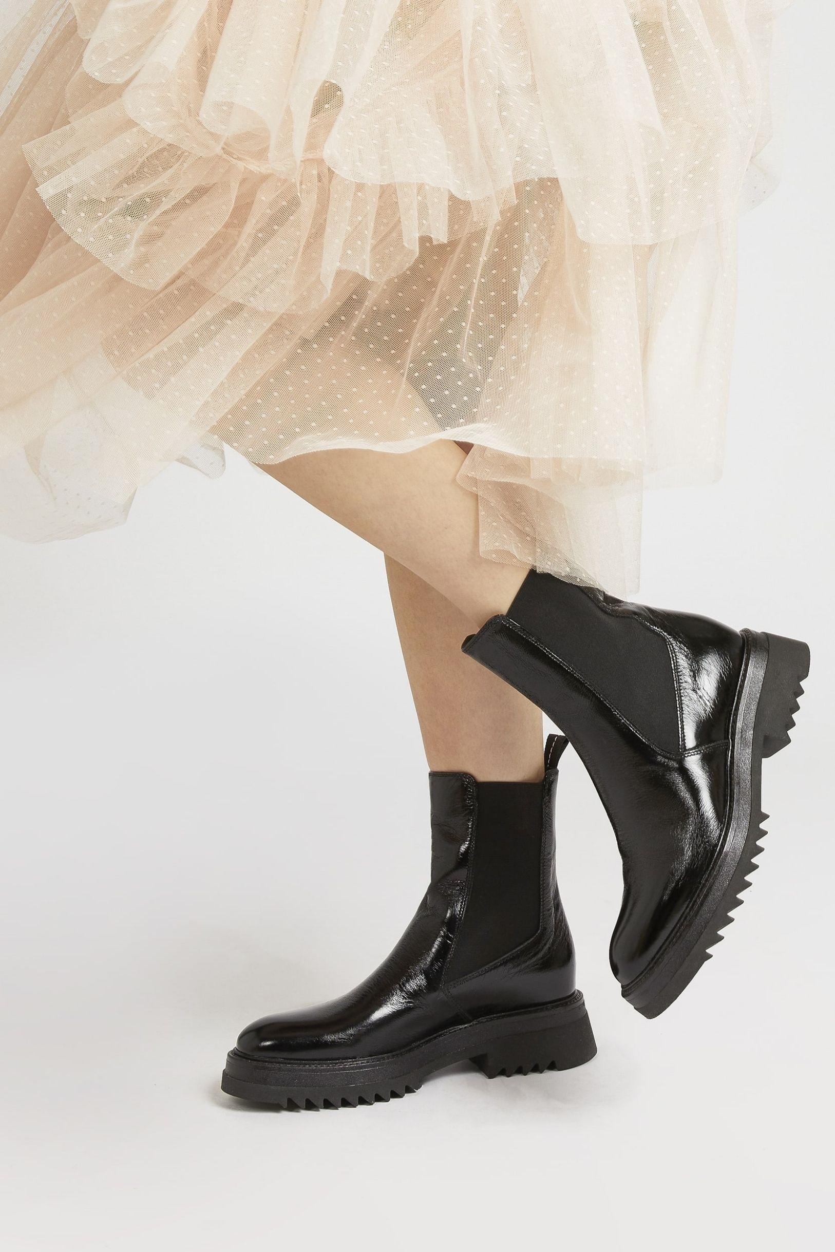 https://www.jonesbootmaker.com/products/denno-chelsea-boots-denno-320-531?variant=39457745895487