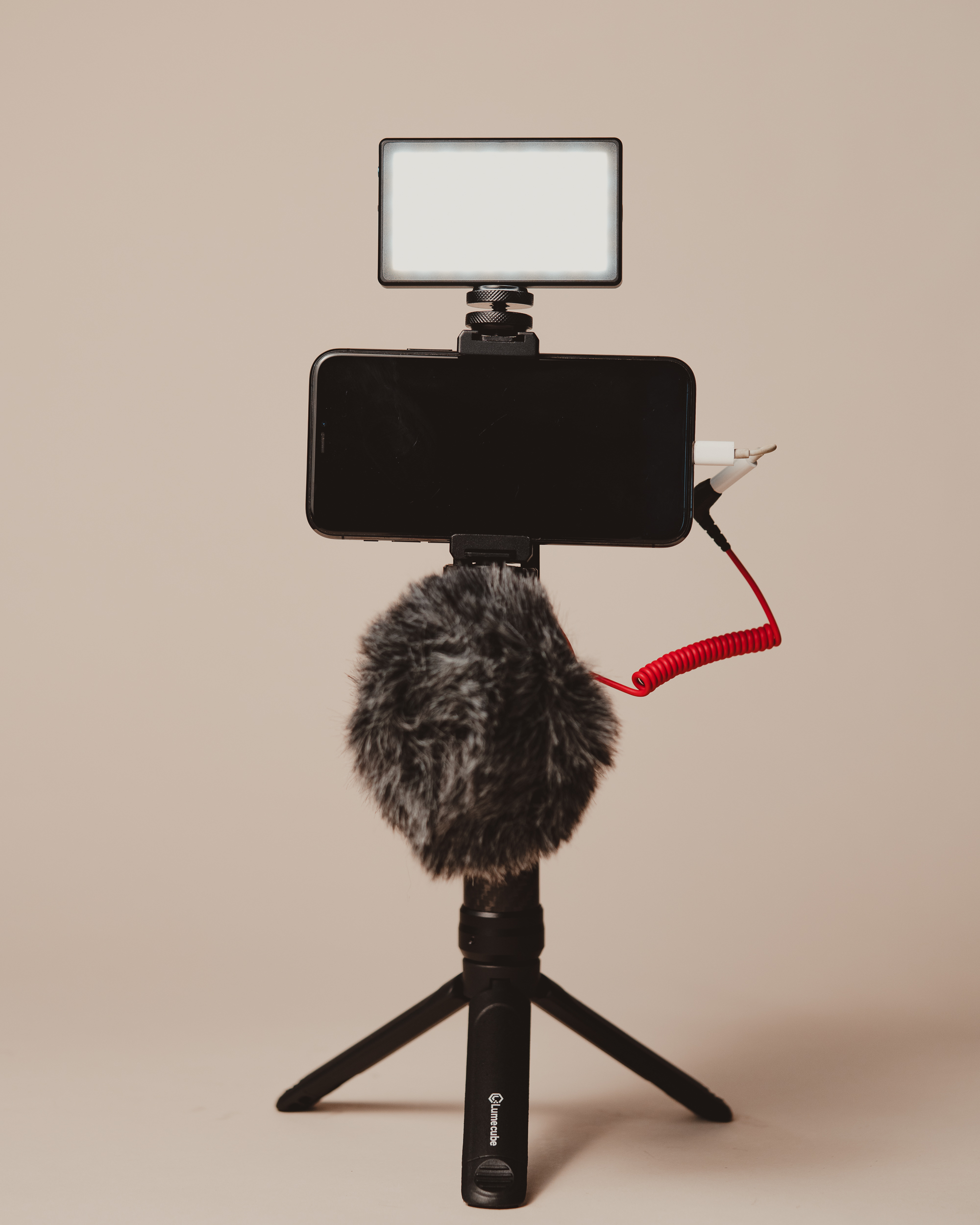 mobile creator kit with one light and microphone
