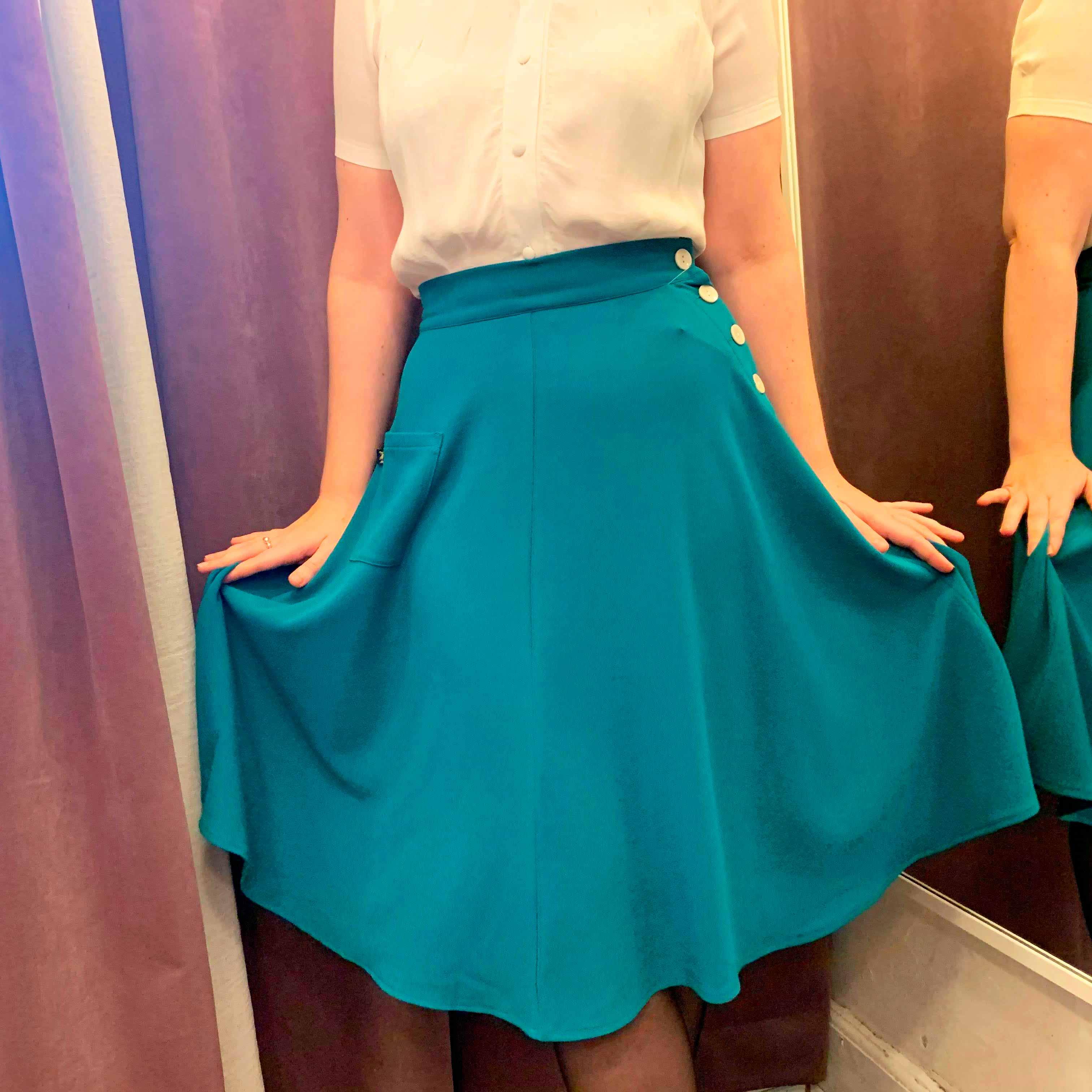 Turkis aline nederdel med knapper i retro stil