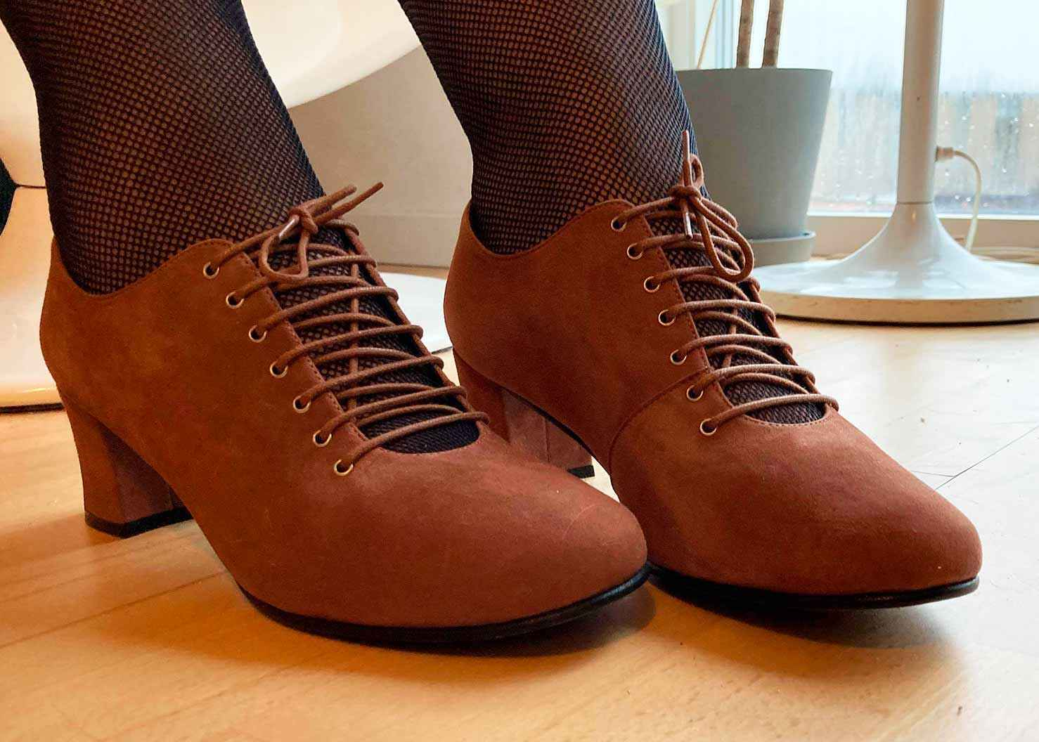 Frida lace-up shoes in brown suede