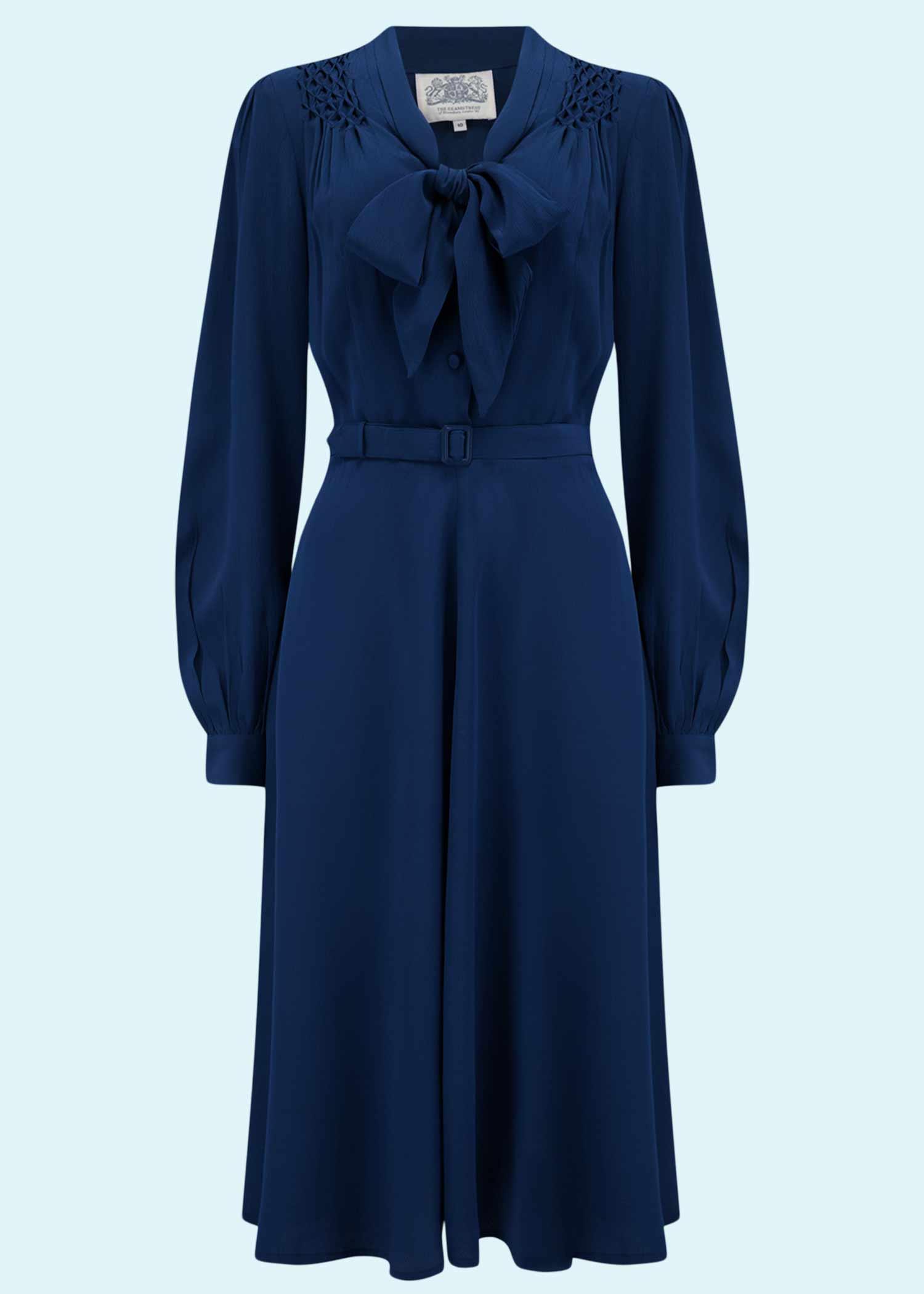 Eva kjole fra Seamstress of Bloomsbury med pussy bow