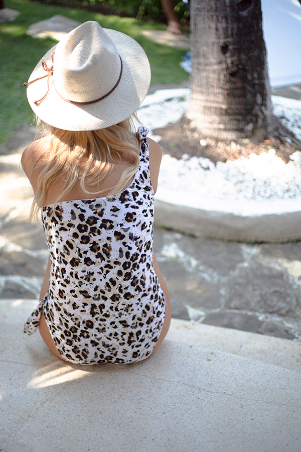 nip-tuck-swim-animal-one-shoulder-swimsuit-one-piece-tummy-control-rouching-multifit-leopard