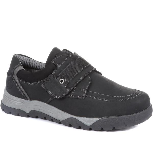 Casual shoes with adjustable fit