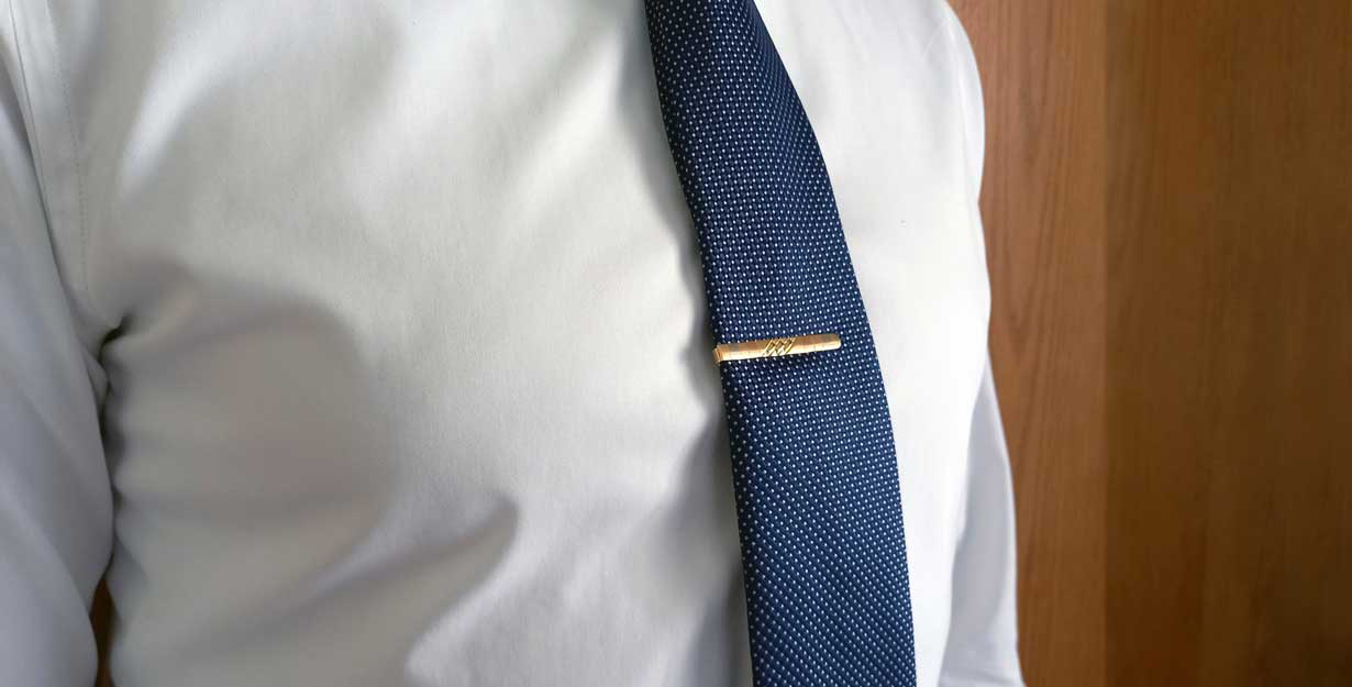 Tie bar matching necktie and dress shirt