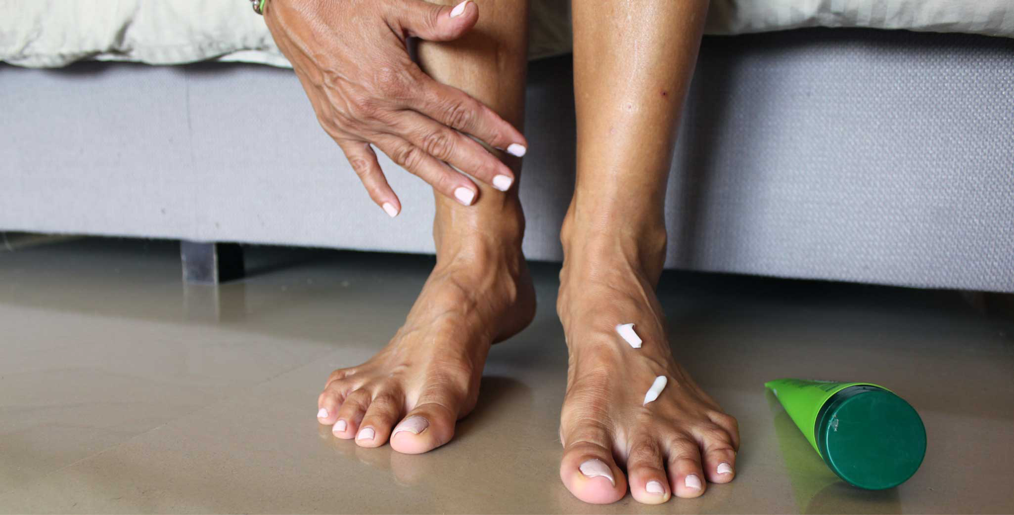 Moisturizing feet
