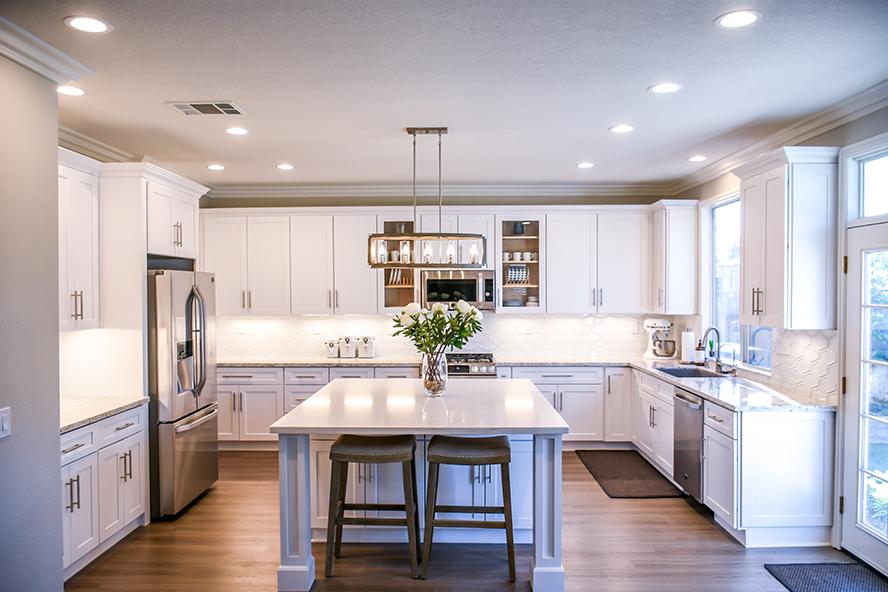A beautiful, clean white kitchen.