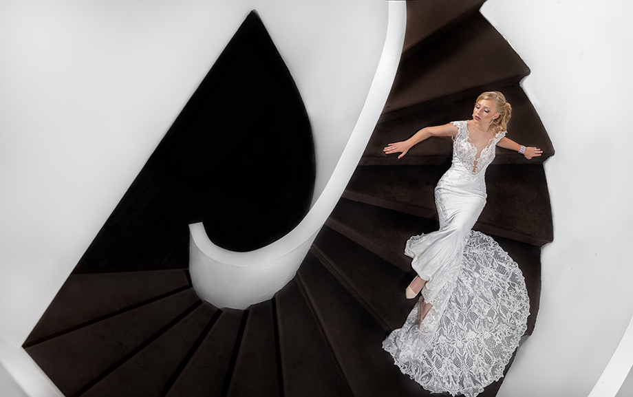 Betty Ma, Luxury Moment Photography, Wedding Photography, Wedding Photographer, Fine-Art Photography, Dramatic, Bride, Bride on the Stairs