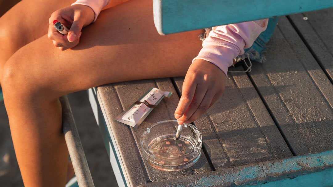 Person using a Weedsy ashtray